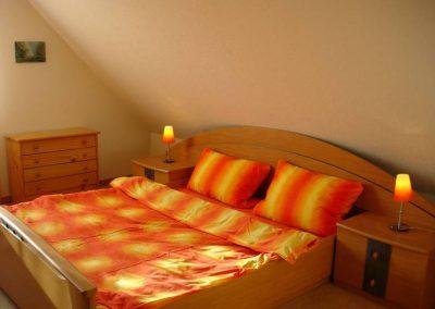 Holzbau Layh Vor Montage SPS-Aufkeilfenster Schlafzimmer
