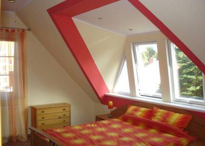 Holzbau Layh SPS-Aufkeilfenster Schlafzimmer