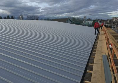 Bauflaschnerei Montage Dach fertig